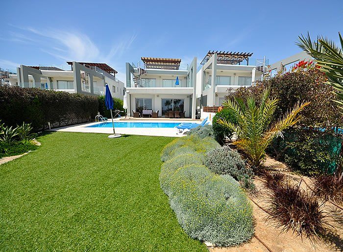 Akathiotis-Faros-Luxyry-Project-Beach-Front-Apartments-700x515